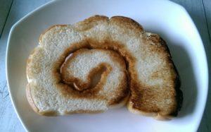 焼けたうず巻きパン